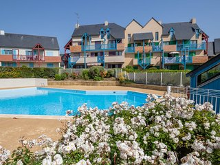 1 bedroom Apartment with Pool, WiFi and Walk to Beach & Shops - 5028057