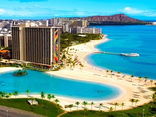 Incredible 2 bedroom Hilton Hawaiian Village Residence, Ocean Front!