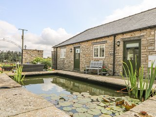 THE COTTAGE, WiFi, open-plan, near Thirsk