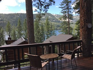 Charming Donner Lake Cabin with Lake View
