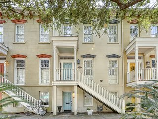 Romantic retreat w/ fireplace - close to Forsyth Park & the Historic District