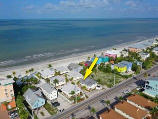 Newly Listed Beach Bungalow! Private Beach Access, Community Pool, Screened Porc