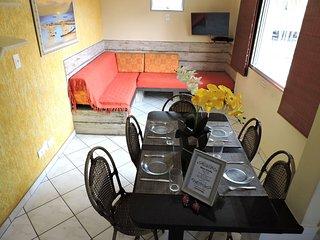 Apartamento 31 de 1 dormitorio para 6 pessoas a duas quadras da Praia da Enseada