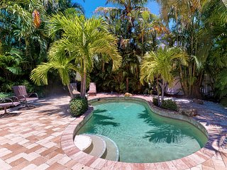 Dog friendly oasis with private pool and very close to the beach