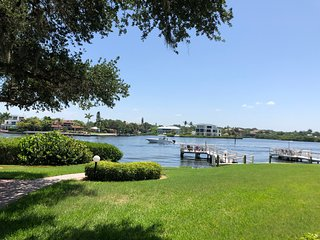WHAT A VIEW !! 2 BED BAYSIDE CONDO ON SIESTA KEY