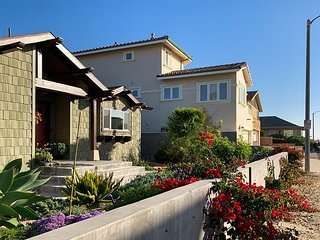 3BR, 3BA New Ventura Beach Craftsman Home with Stunning Master Suite - Walk t