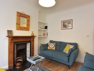 The Grove - Newly refurbished cottage near the High Street