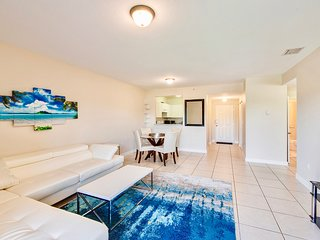 Large and Modern 2bed/2bath with FREE GATED PARKING!!!