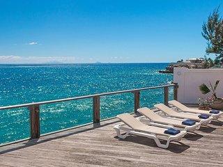 VUE DE MER... Delightfully peaceful oceanfront villa yet close to all the fun!!