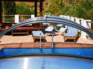 7/8 dormitorios y 5 banos con piscina ideal para reuniones familiares.