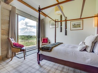 YORKSHIRE BARN Stunning Conversion Harrogate Sleeps 4 Beautiful Views & Parking
