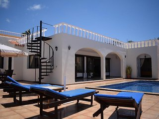 Wonderful 3 bedroom, 3 bathroom independent villa, heated pool,Costa Adeje