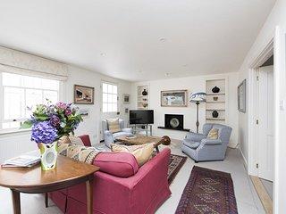 PERFECT KENSINGTON MEWS HOUSE