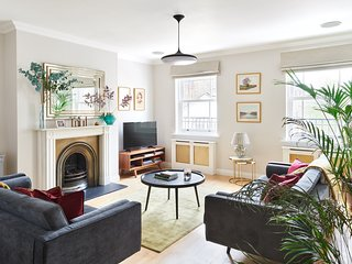 SUPER 3 BEDROOM 3.5 BATHROOM CHELSEA TOWNHOUSE. KINGS ROAD