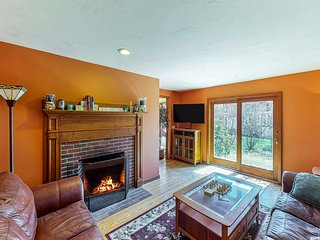 NEW LISTING! Charming cottage w/ large deck - walk downtown, near beaches!