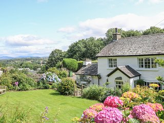GREENTHORN, WiFi, Balcony, En-suite, Country views, Cartmel Fell