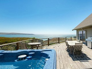 Available Pres Weekend!!  'Tide Pool' Hot tub,Game room, Beach Path!