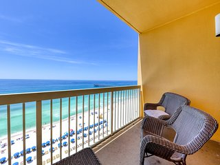 Beautiful condo with beach access, shared heated pool, walk to Pier Park