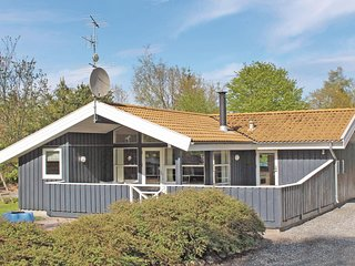 Amazing home in Glesborg w/ Sauna, WiFi and 4 Bedrooms