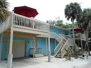 Walk to the Beach on MANASOTA KEY, private deck and Lemon Bay access!