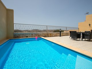 Ta' Giljan - Cliff-edge Holiday Retreat with Private Pool