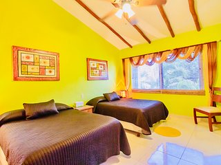 Poblado de Apoyo Diamont Holiday Home Sleeps 4 with Pool Air Con and WiFi