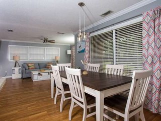 Stay Like a Local in Prime FWB Location: 5 Min Drive to Dwntwn / 10 Min Drive to