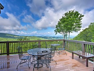 'House of Views' in Beech Mountain w/Hot Tub, Deck
