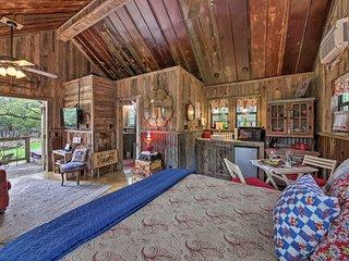 Snuggle Inn' Wimberley Cabin w/Fire Pit+Deck