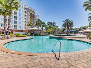 Bayview condo w/ balcony & shared hot tub/lagoon-style pool!