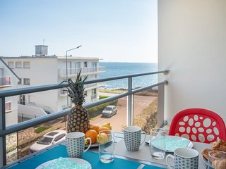 1 bedroom Apartment with Walk to Beach & Shops - 5807901