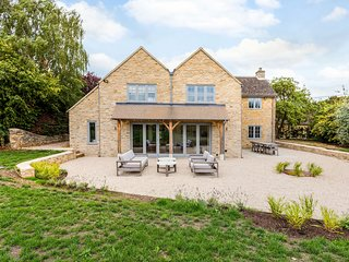 Spacious & Luxurious Home near Bicester village