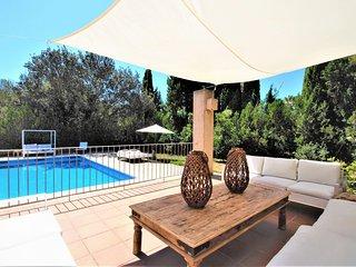 Villa inside the Pula Golf de Son Servera. It's ideal for golf players. Availabl