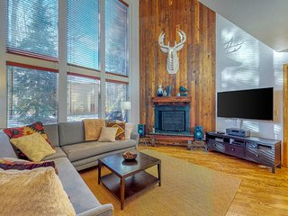 NEW LISTING! Modern condo w/shared pool, wood fireplace-close to ski slopes