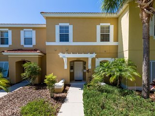 Cozy 3BR 2.5Bth Resort Townhouse with Private Splash Pool, 4 miles to Disney