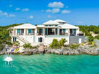 Caicos Cays Villa // luxury waterfront villa // stunning views Chalk Sound!