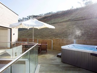 4 bed beach house with hot tub