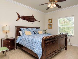 Ocean Garden 6: Courtyard FAMILY condo w/ POOL in small complex close to BEACH!