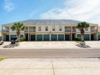 Las Puertas 202: Spacious FAMILY courtyard condo w/ POOL & very close to BEACH!