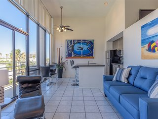 Sunchase IV 205: BEACHFRONT loft condo at an AFFORDABLE price! GREAT amenities!