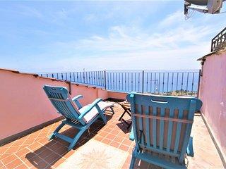 Appartamento super equipaggiato con terrazza sul mare / Ap21