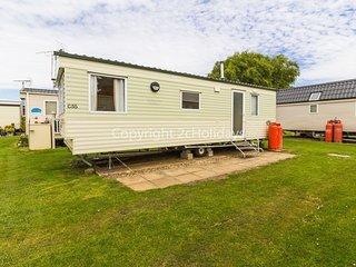 6 berth caravan for hire by the beach in Heacham, Norfolk ref 21055C