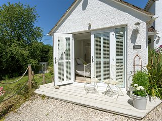 Acorns Studio, perfect for couples, Jurassic Coast. Pet friendly, garden,parking