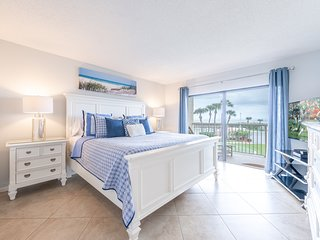 Gorgeous 3 Bedroom: ***Direct Ocean Front Corner Unit!!***