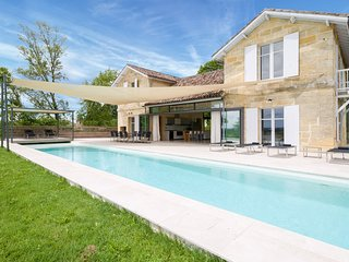 Sainte-Colombe-en-Bruilhois Villa Sleeps 6 with Pool - 5628987