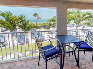 Heart of Pass-A-Grille Beach! Beach Across the Street ~ Community Heated Pool ~