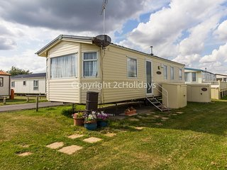 7 berth caravan for hire in Clacton-on-sea on a great holiday park  ref 28005FI