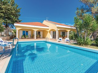 Amazing home in Vir w/ Outdoor swimming pool, Outdoor swimming pool and 6 Bedroo
