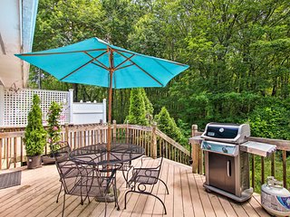 Narragansett House w/ Gas Grill - Walk to Beaches!