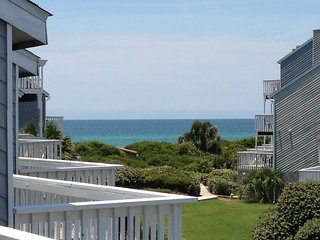 TURTLE TRACKS Barrier Dunes 188 Gulf View End Unit - Pet Friendly - Pools/Tennis